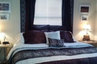 King bed with western decor